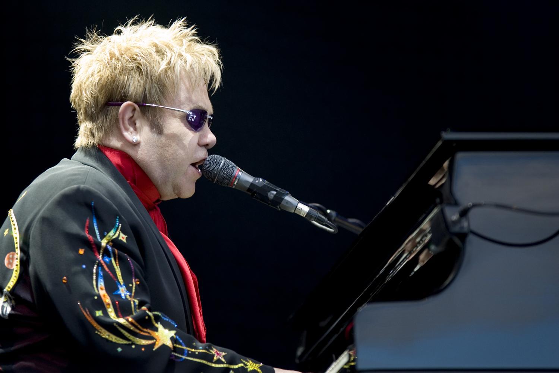 Elton_John_performing,_2008_3